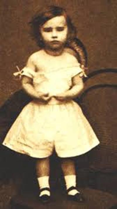 Luisa, hija de Maximiliano y Nene