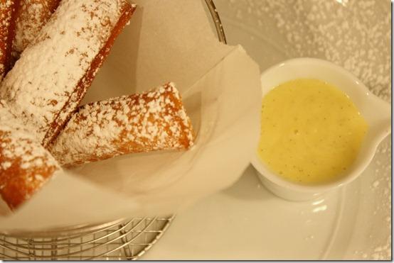 beignets-nola-nyc-vanilla-sauce
