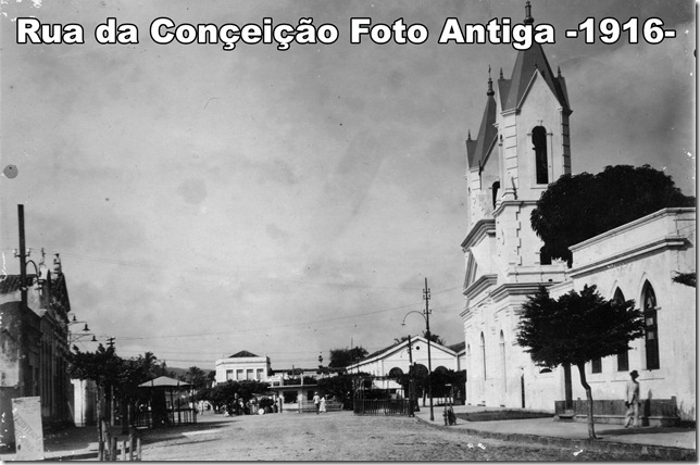 Destaque para o antigo Mercado Público ao fundo, atual Praça Dr Paulo Paranhos