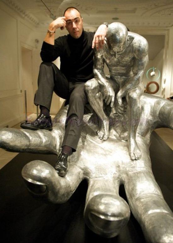 Mãos gigantes Lorenzo Quinn (1)