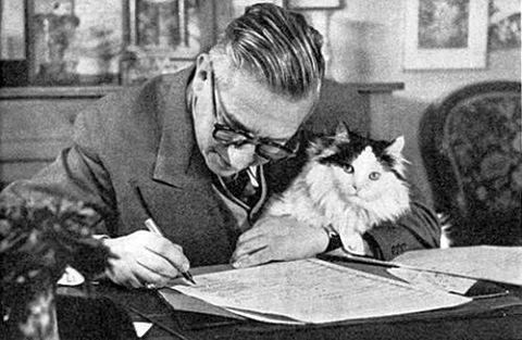Жан-Поль Сартр с котом...