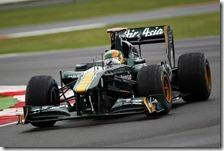 Chandhok al volante della Lotus nelle prove libere del gran premio di Gran Bretagna 2011