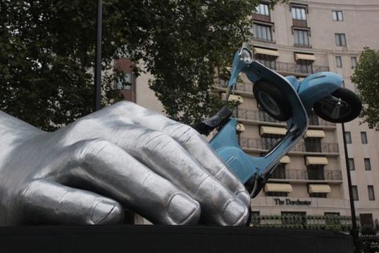 Mãos gigantes Lorenzo Quinn (10)
