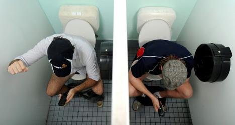Saintis keluarkan amaran bahaya guna telefon pintar dalam tandas