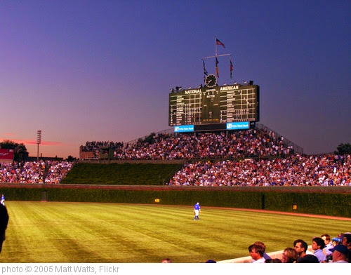 'Wrigley @ Dusk' photo (c) 2005, Matt Watts - license: https://creativecommons.org/licenses/by-sa/2.0/