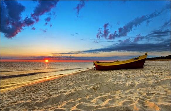barca-en-la-orilla-de-la-playa
