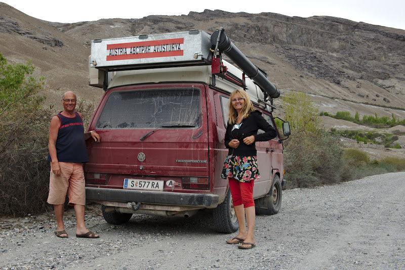 Ce faci la pensie, pleci cu dubita pana in Mongolia.