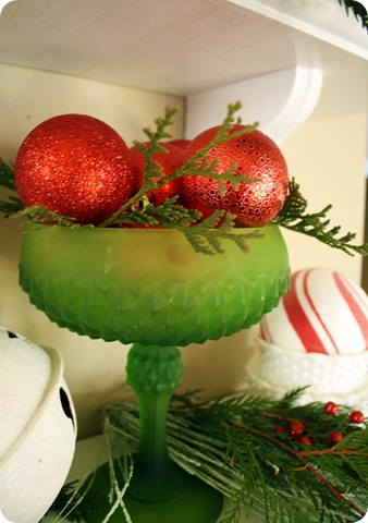 green bowl red ornaments