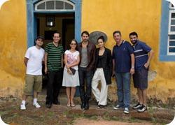 Nanda Costa e Murilo Rosa com a produção do Vídeo Show na frente da Casa de Anita - Laguna - Minha Laguna!