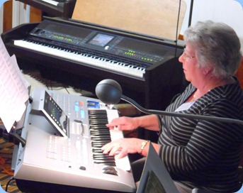 Barbara Powell playing the Tyros 4