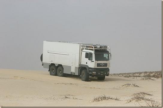 Traverser le désert en camion UNICAT TGA 6 × 6 (31)