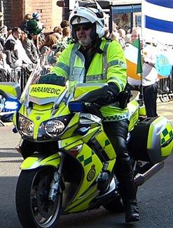 Парад на день святого Патрика в Бирмингеме, paramedic