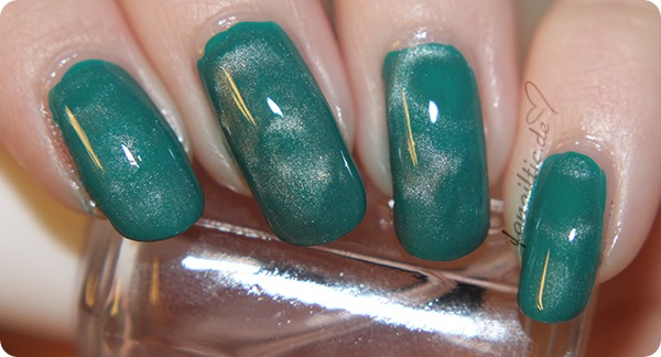 """Maybelline """"urban turquoise"""" + essence Magnettopper"""