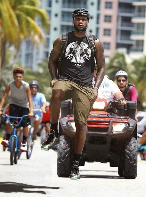 Pessoas andando em bicicleta invisíveis 11