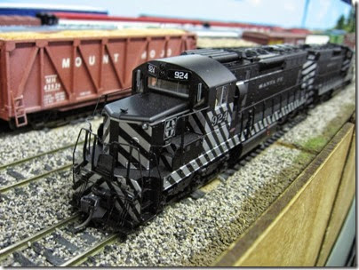 IMG_5401 Atchison, Topeka & Santa Fe SD24 #924 on the LK&R HO-Scale Layout at the WGH Show in Portland, OR on February 17, 2007