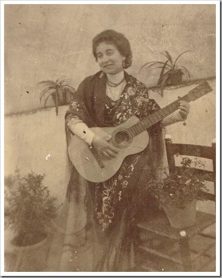 Guitarra valenciana_Cantaora Pepica Bayona Gomis La Bayona. Ca. 1915