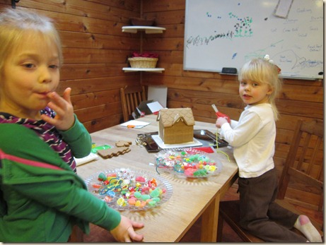 12-24 Gingerbread house 2