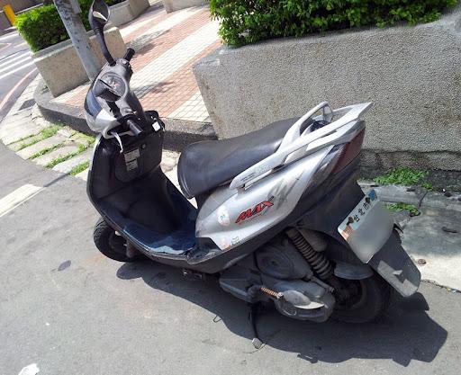 [Scooter] 承載了十年回憶的YAMAHA SV-Max分享!