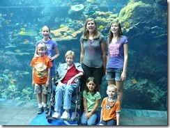 Joyce, kids at GA Aquarium