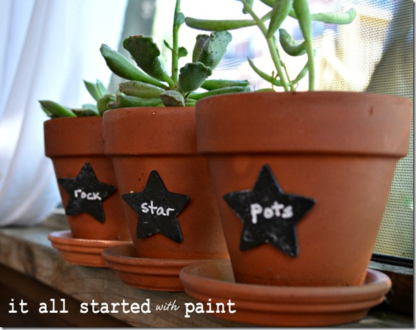 chalkboard_paint_on_terracotta_pots