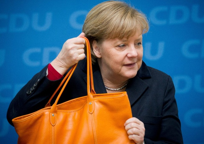 Bloomberg: Το κόλπο της Μέρκελ που εκτίναξε στα ύψη το ελληνικό χρέος