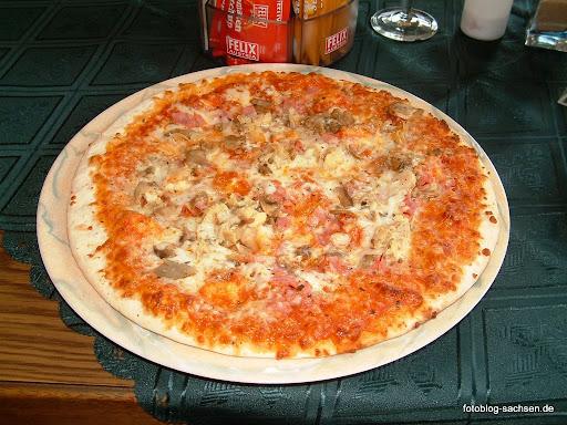 Pizza im Bistro Cafe Vital in Ramsau i.Zillertal