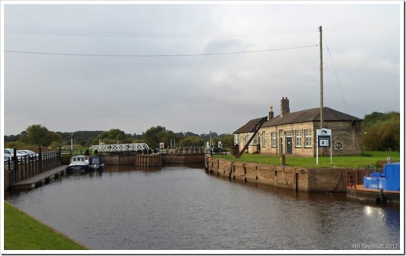 SAM_3048 Naburn Locks