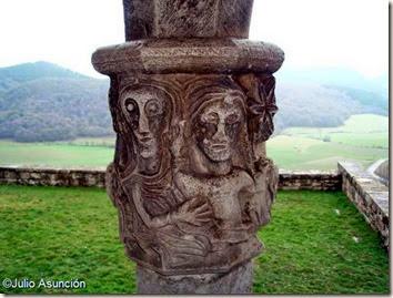 San Vicente de Larumbe - VIRGEN CON EL NIÑO
