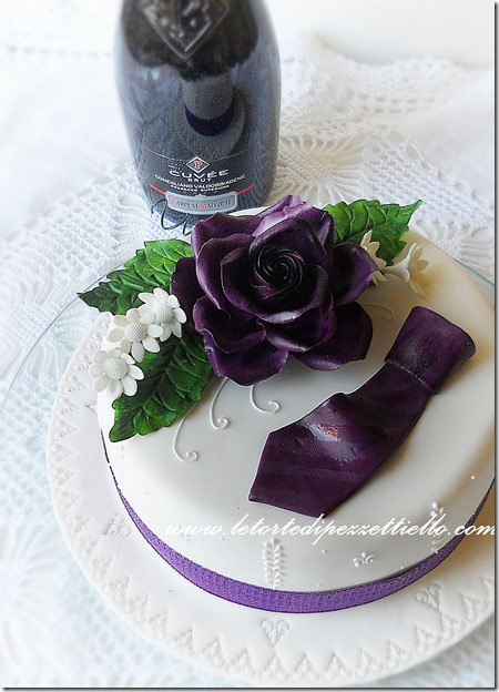 Torta elegante con cravatta