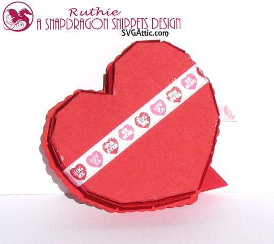 Heart see-thru lid box - SnapDragon Snippents - Caja en forma de corazon - Ruthie Lopez. 3
