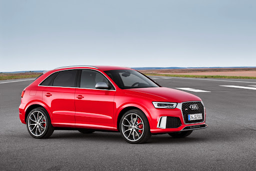 2015-Audi-RS-Q3-03.jpg