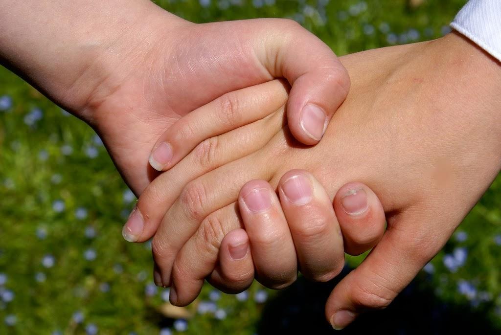[Hold_my_hand2.jpg]