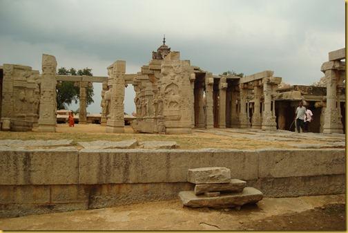 lepakshi -pillars