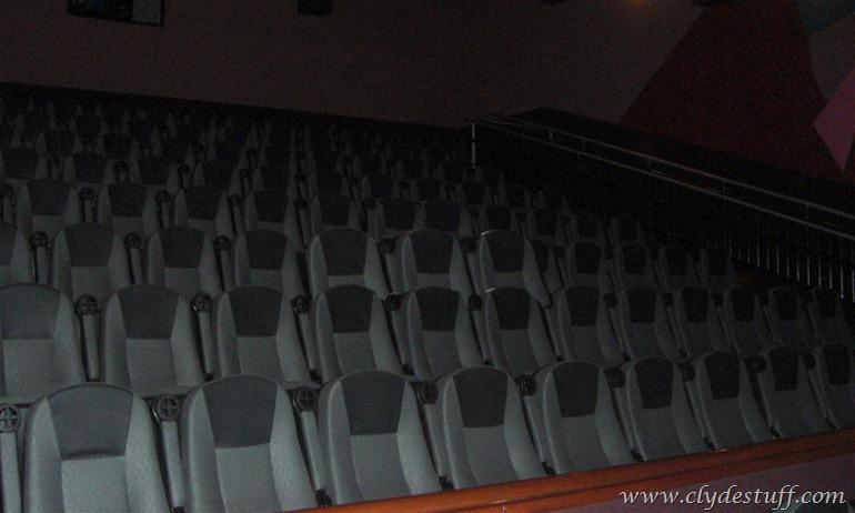 Bakersfield Regal Edwards Screening Room 132