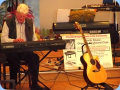Bennie Gunn playing his new Yamaha PSR-S950 keyboard