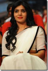 Cute Expressions of Samantha at Seetamma Vakitlo Sirimalle Chettu Triple Platinum Disc