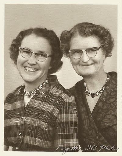Elsie and Sarah Krentsberg Moorhead Ant