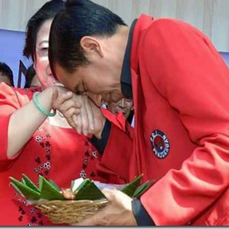 Jokowi Cium Tangan Megawati di depan koalisi...