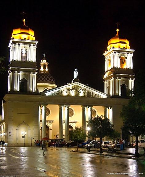 Catedral-de-San-Miguel-de-Tucumán-de-noche