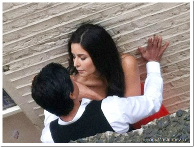 Shahrukh Khan-Katrina Kaif caught in a passionate moment1