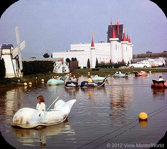 View-Master Dutch Wonderland (A634), Scene 2: Whale Boats on Magic Lake