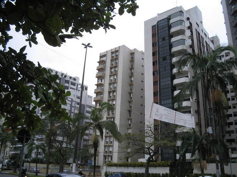 santos-leaning-buildings-2