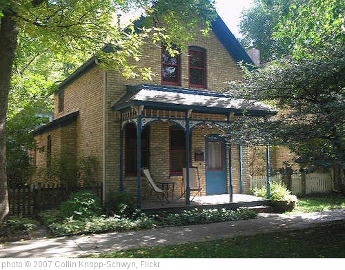 'A Milwaukee Ave House' photo (c) 2007, Collin Knopp-Schwyn - license: http://creativecommons.org/licenses/by/2.0/