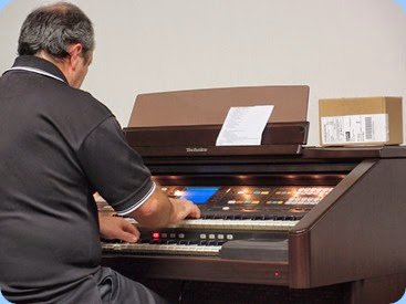 Doug Farr playing the Technics GA3. Photo courtesy of Dennis Lyons
