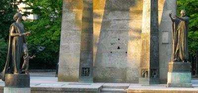 Le monument des droits humains Champ- de-Mars