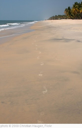 'Footprints on the beach' photo (c) 2009, Christian Haugen - license: http://creativecommons.org/licenses/by/2.0/