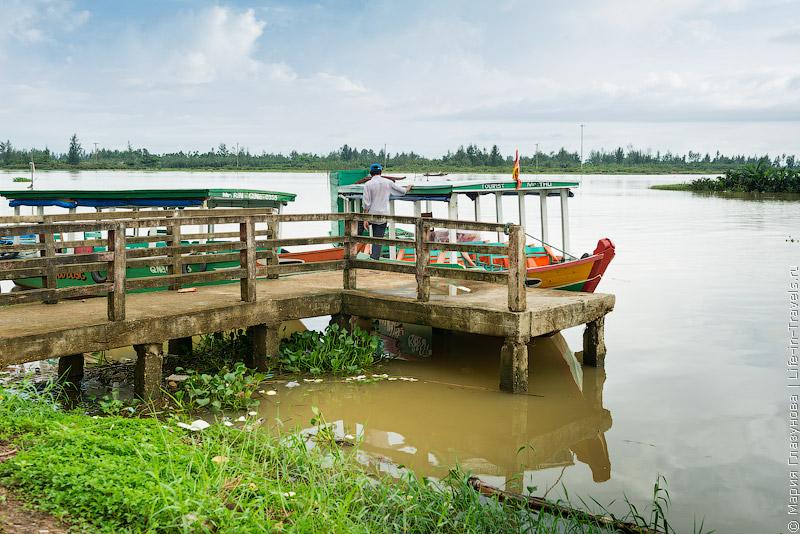 На лодке по Хойану, Вьетнам