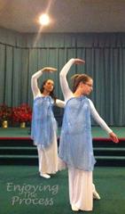 Anna & Rissa SOS Dance wm