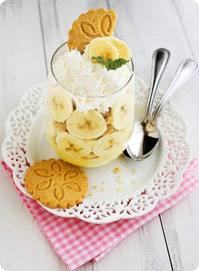Mini Banana Pudding Trifles with Shortbread Cookies – Tasty desserts layered with vanilla pudding, shortbread cookies and bananas. Elegant but SO easy! | thecomfortofcooking.com