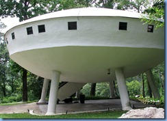 8942 Signal Mountain, Tennessee - Flying Saucer House